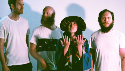 "Little Dragon et Badbadnotgood dévoilent ""Tried"""